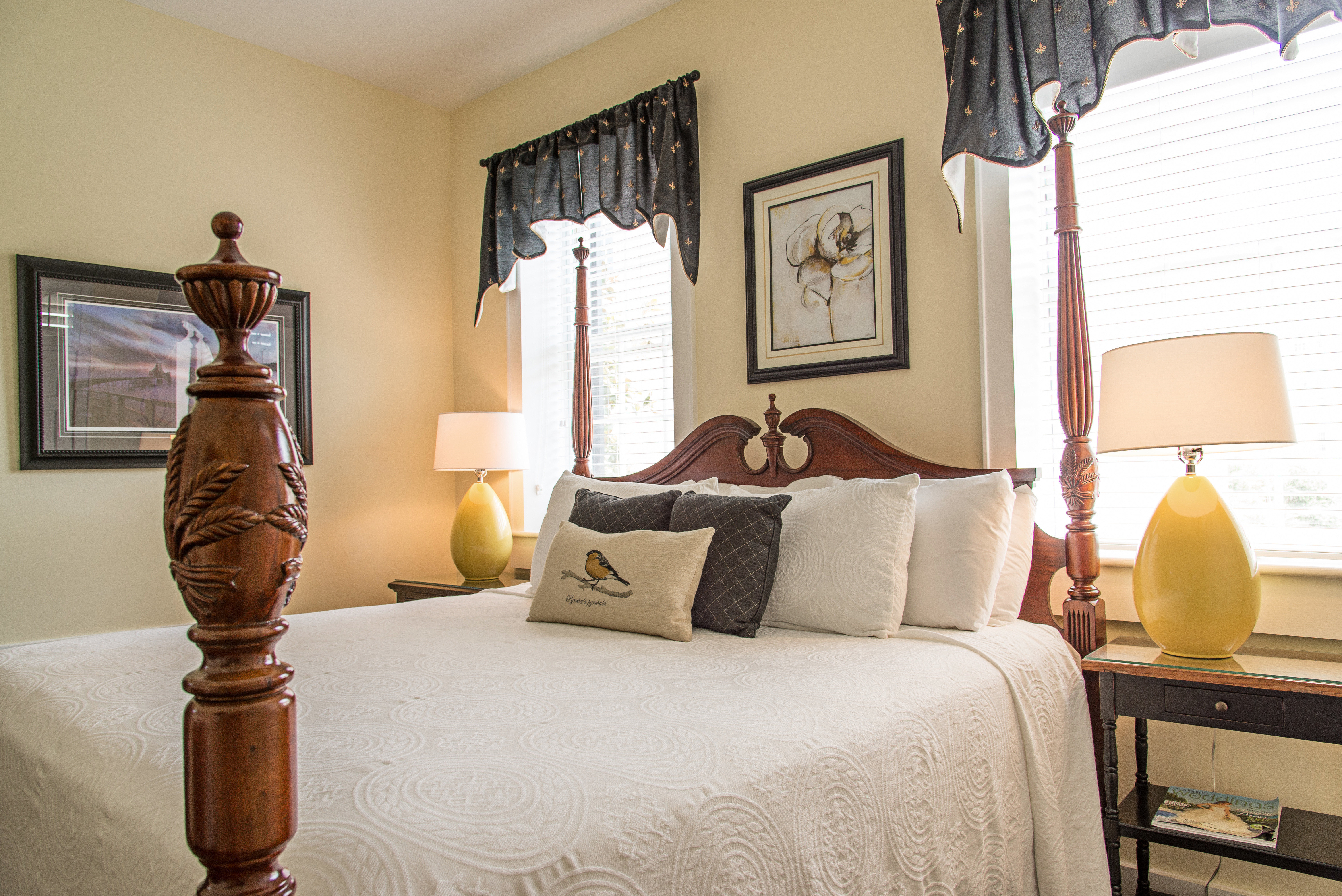 Bedroom Country Historic Inn sofa property home living room cottage Suite lamp nice curtain