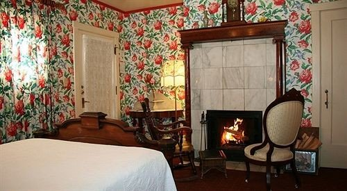 Bedroom Country Historic Rustic Suite property living room home cottage