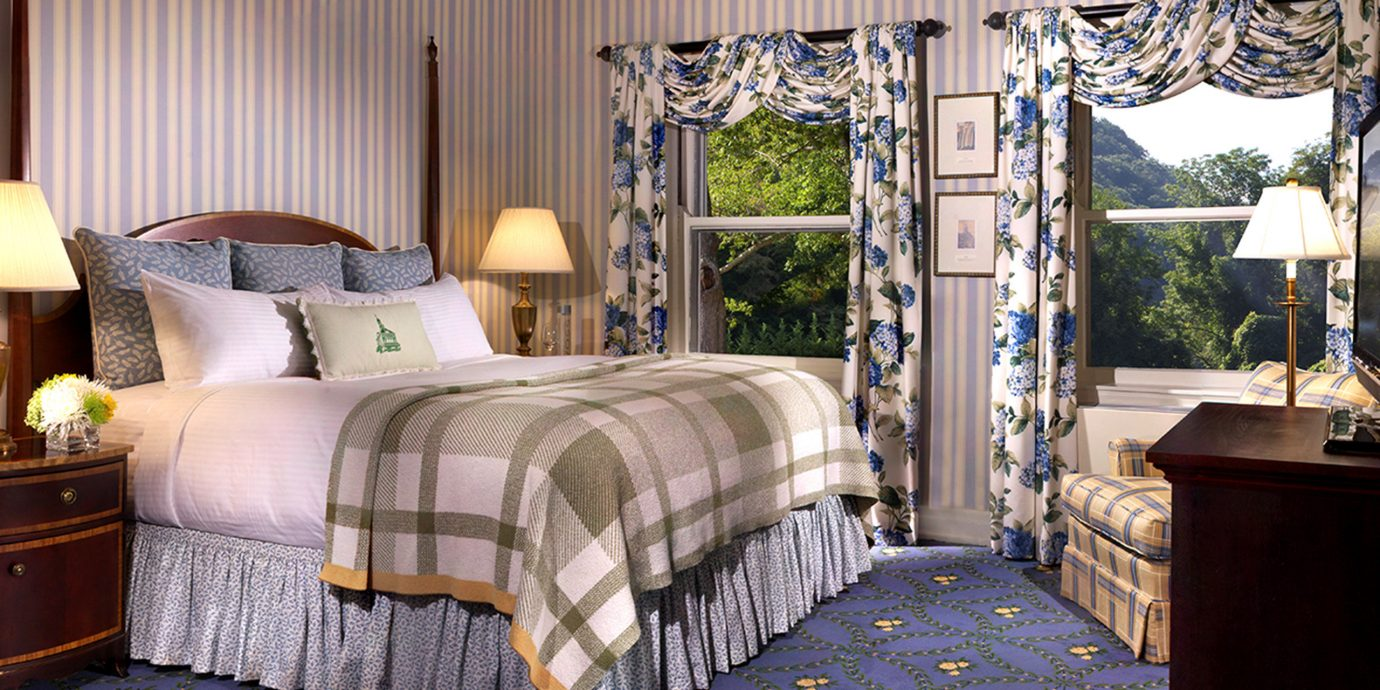 Bedroom Country Historic Scenic views property living room home Suite cottage bed sheet condominium