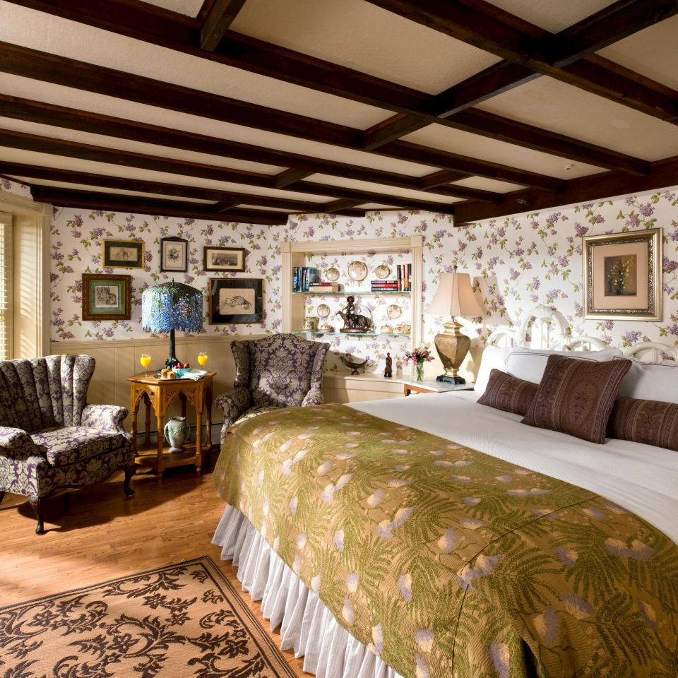 Bedroom Country Inn Lounge sofa property cottage home farmhouse living room Resort Suite pillow mansion Villa