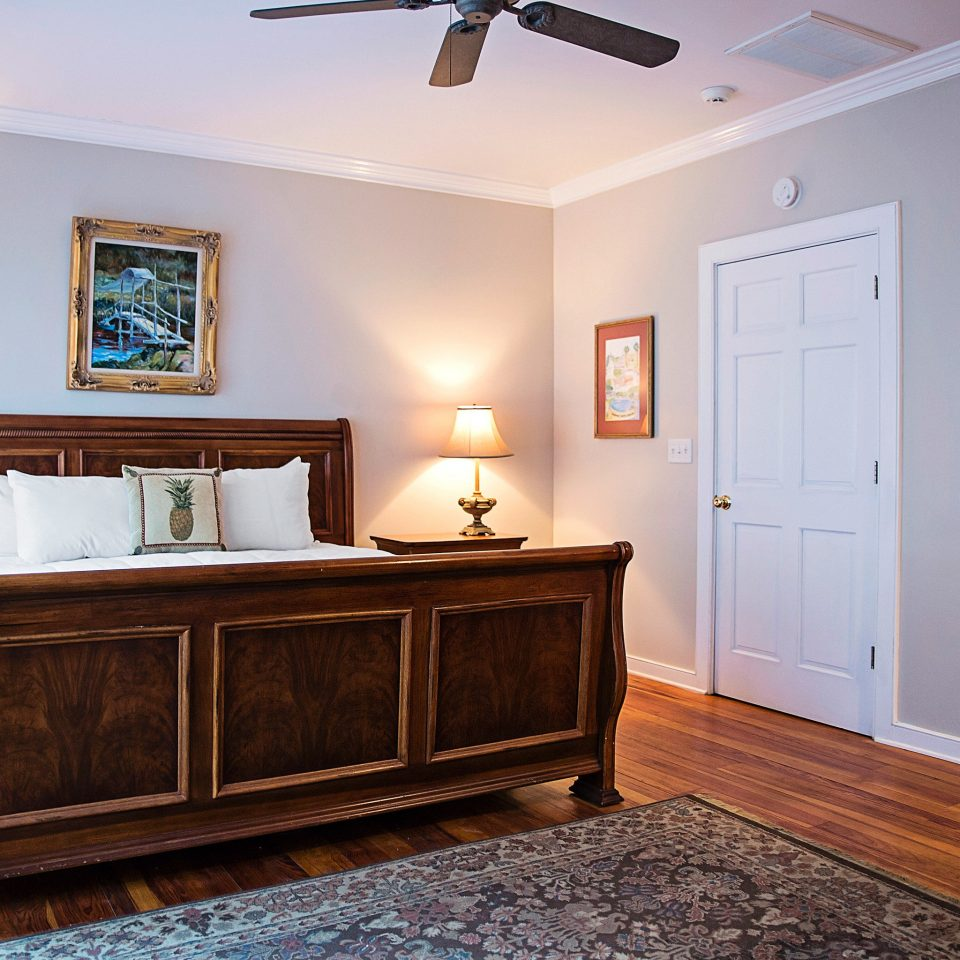 Bedroom Country Inn property home hardwood cottage living room cabinetry wood flooring farmhouse Suite laminate flooring