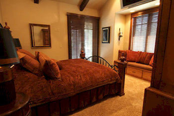 Bedroom Country Luxury Rustic Suite property building cottage home living room Villa