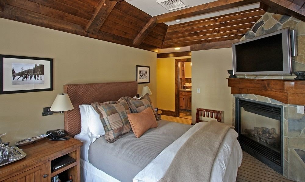 Bedroom Country Luxury Rustic Suite property cottage home living room Villa farmhouse