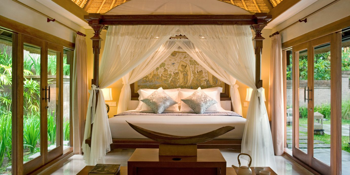 Bedroom Cultural Eco Elegant Jungle Patio Resort Villa Wellness property home cottage mansion porch living room tub