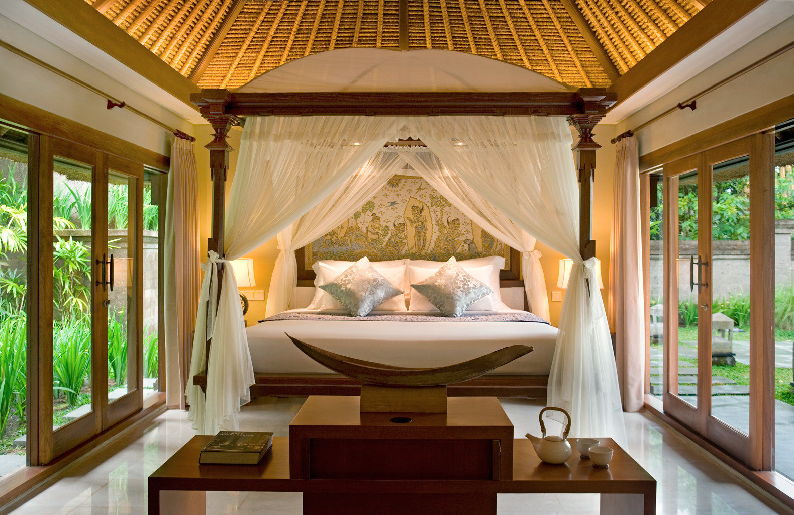 Bedroom Cultural Eco Elegant Jungle Patio Resort Villa Wellness property home cottage mansion porch living room tub
