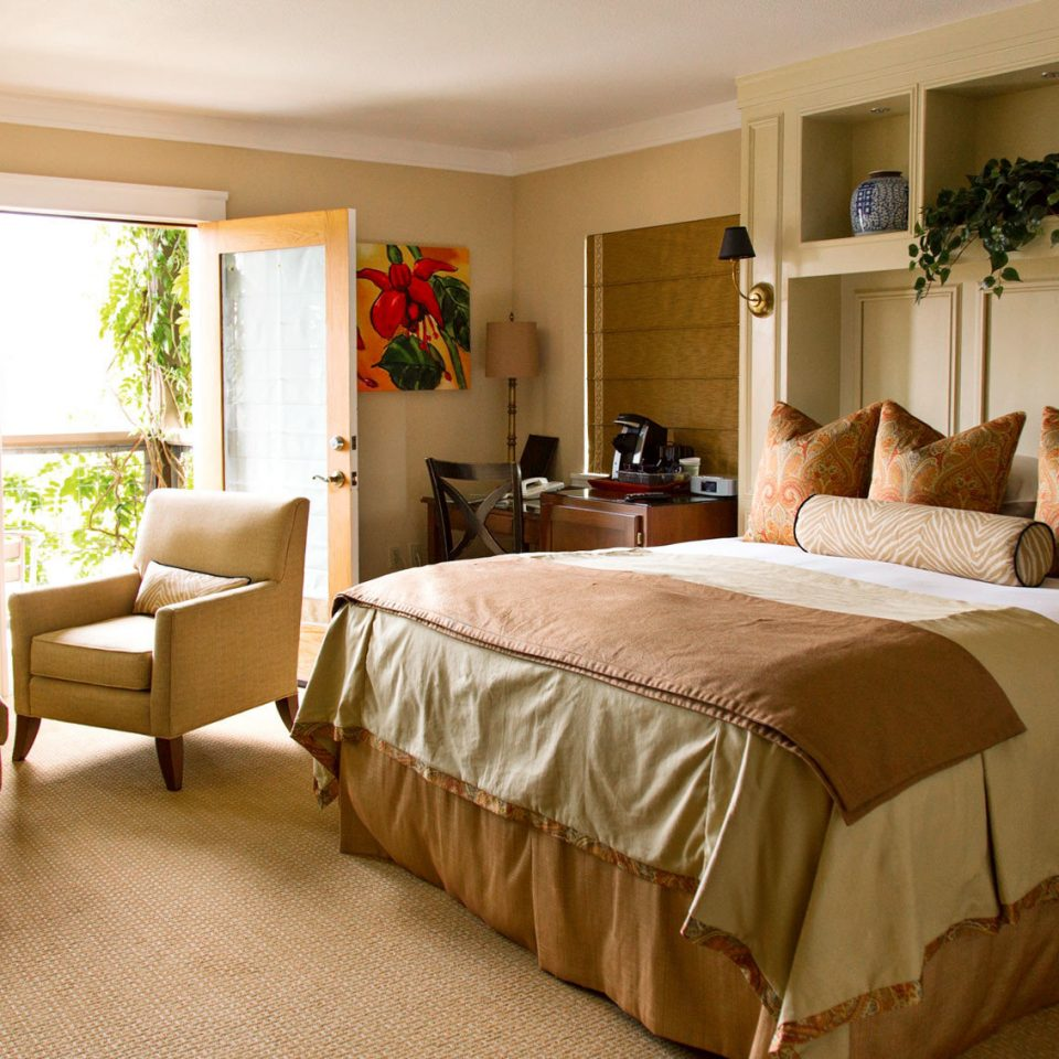Bedroom Cultural Historic Landmarks Romance Romantic Wine-Tasting property Suite home cottage hardwood living room Villa
