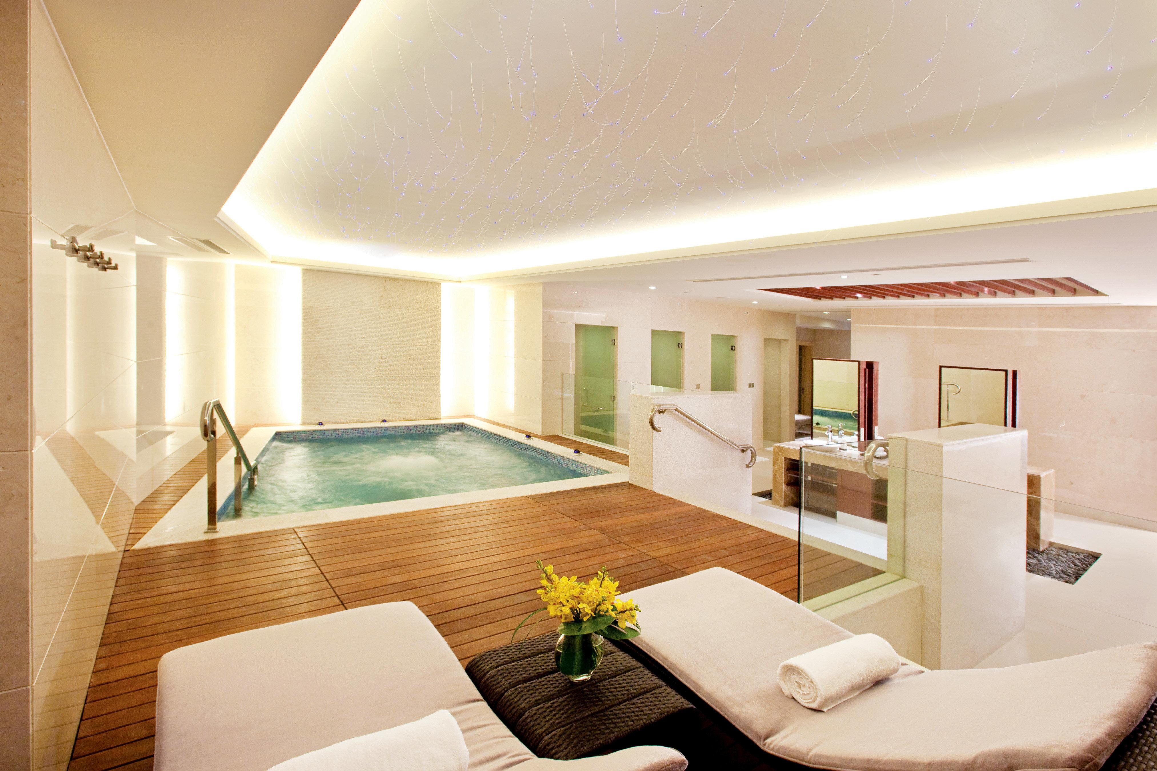 Deck Hip Luxury Modern Pool property house Suite living room condominium home Villa daylighting Bedroom