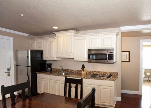 Kitchen property cabinetry home hardwood countertop cuisine classique Dining cottage appliance living room Bedroom hard Island