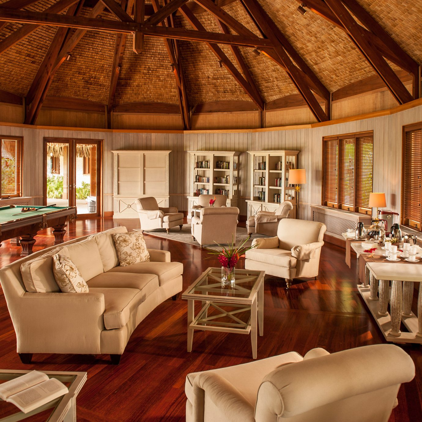 Bedroom Suite chair property Resort living room home restaurant Villa mansion cottage farmhouse Dining leather