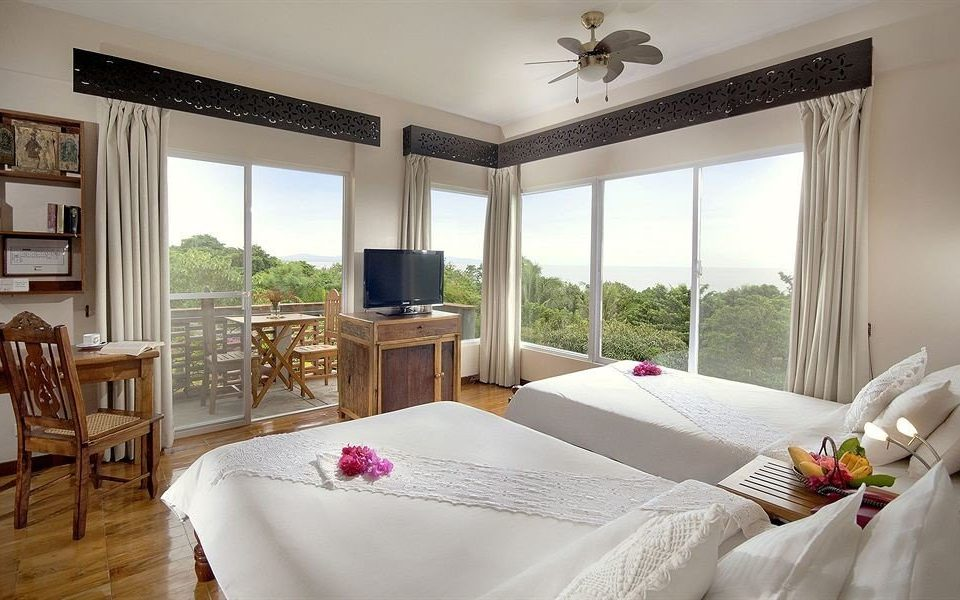 property Bedroom Suite cottage home Villa living room Dining