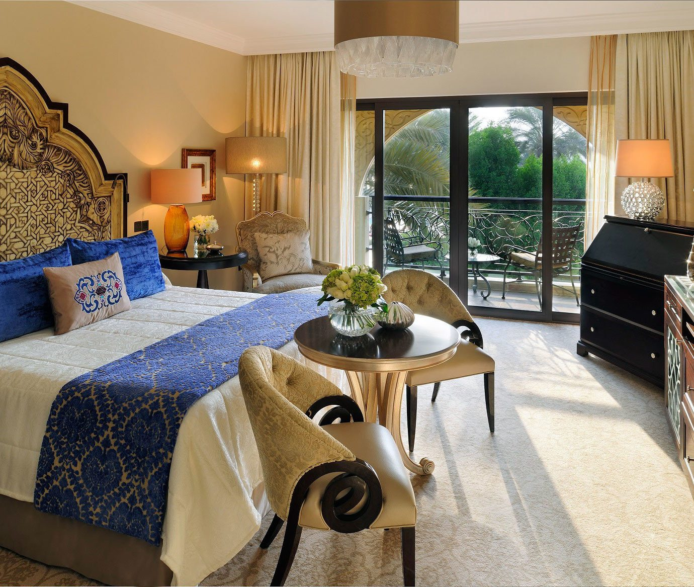 Bedroom Dubai Elegant Hotels Luxury Luxury Travel Middle East Modern Resort Scenic views property home Suite living room cottage Villa