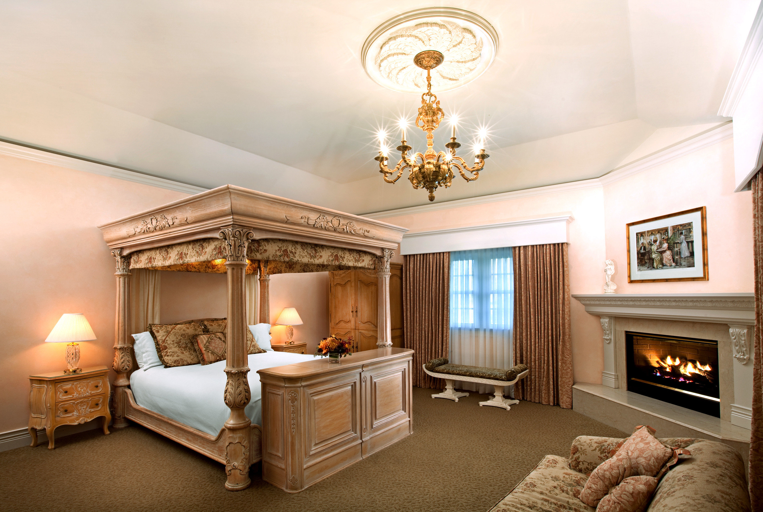 Bedroom Elegant Fireplace Historic Honeymoon Inn Romance Romantic living room property home Suite mansion cottage