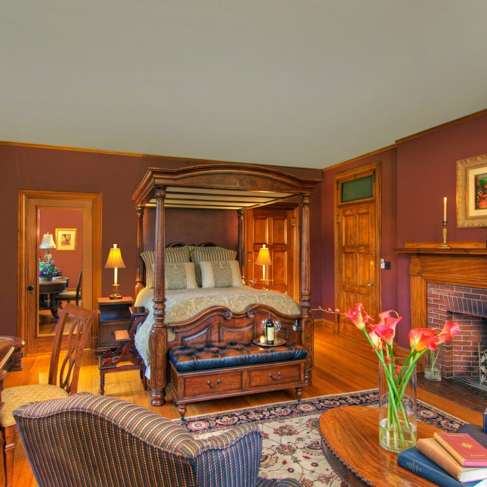Bedroom Elegant Fireplace Lounge Suite property living room house home mansion recreation room Villa cottage