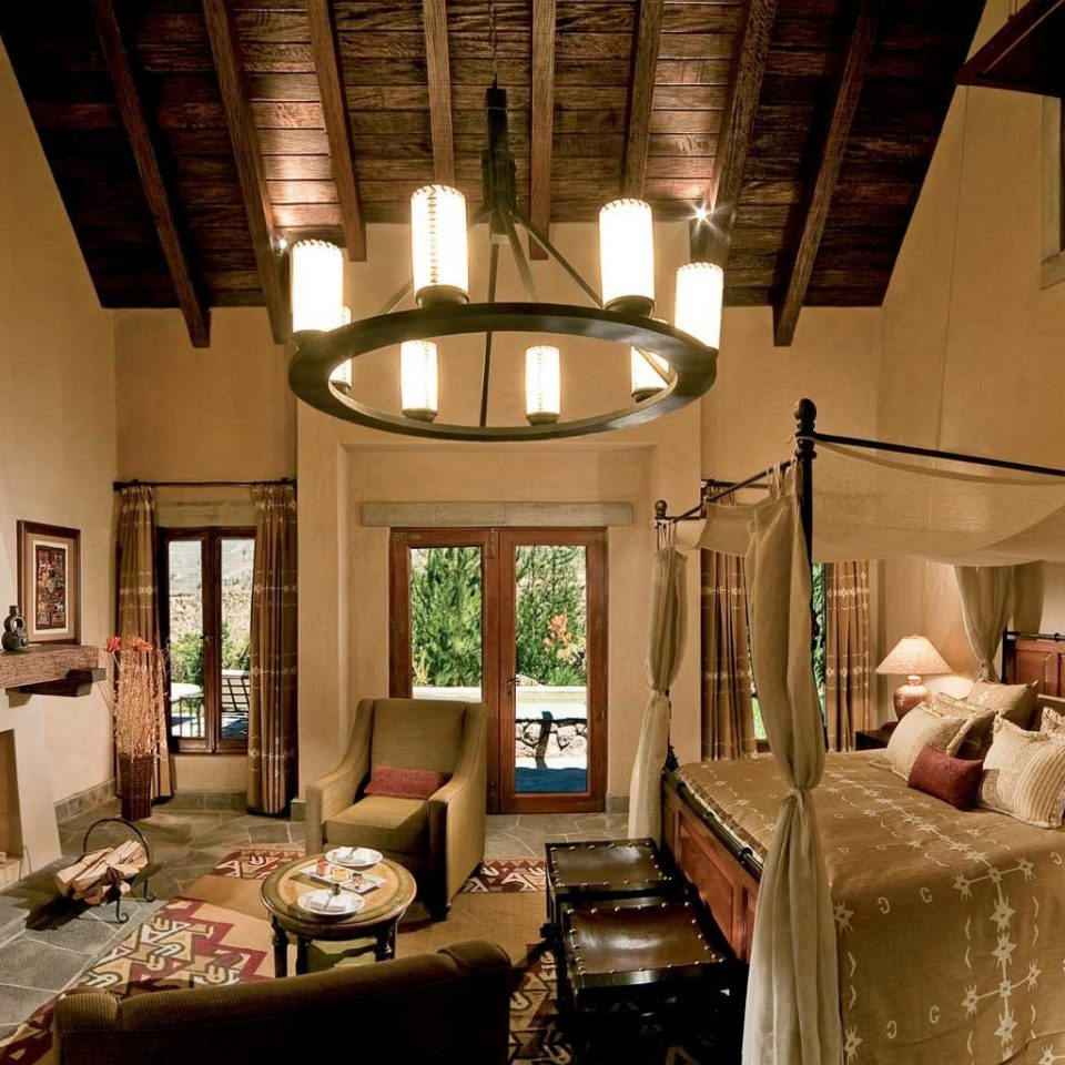 Bedroom Elegant Fireplace Luxury Romantic property living room building house home cottage Villa mansion restaurant Resort farmhouse