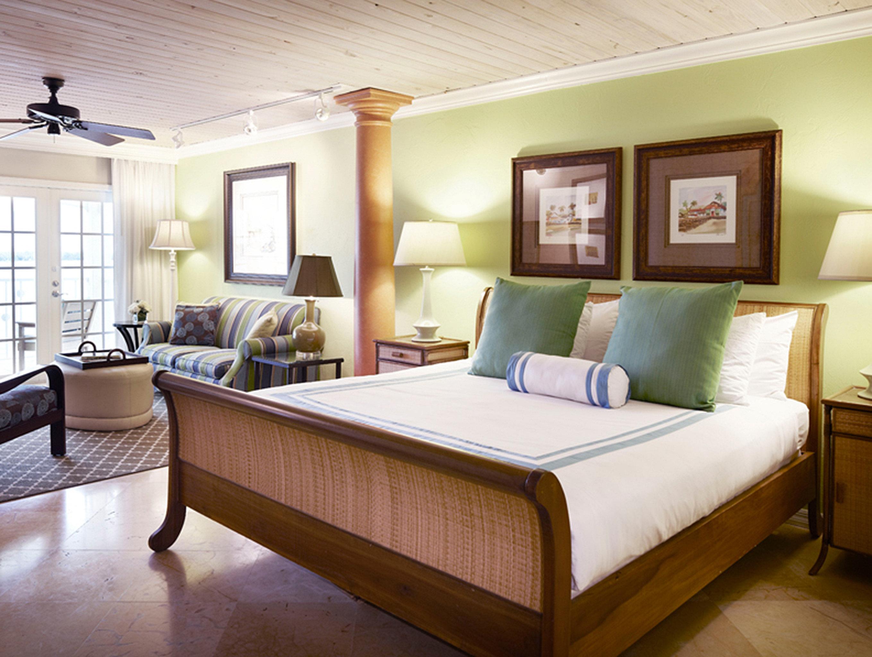Bedroom Elegant Florida Hotels Lounge Resort property Suite living room home hardwood condominium cottage