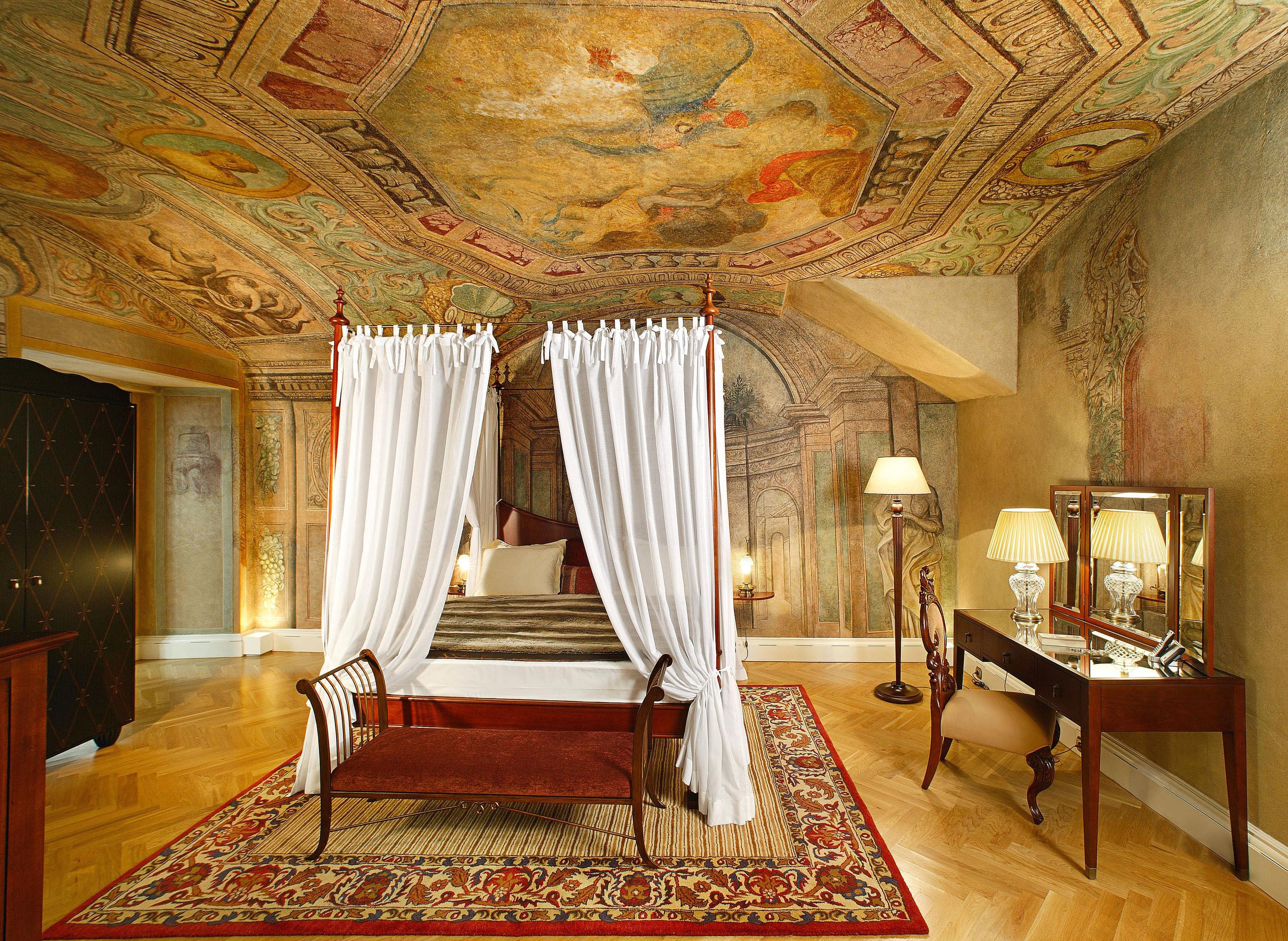 Bedroom Elegant Hip Historic Luxury Suite chair property building mansion palace living room Villa rug