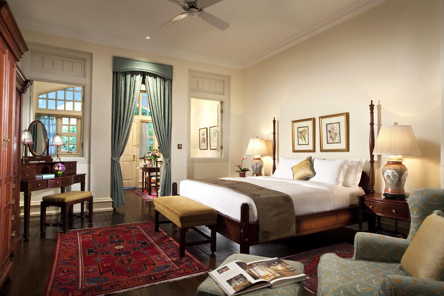 Bedroom Elegant Hip Hotels Luxury Modern Suite sofa property living room home cottage condominium mansion Villa