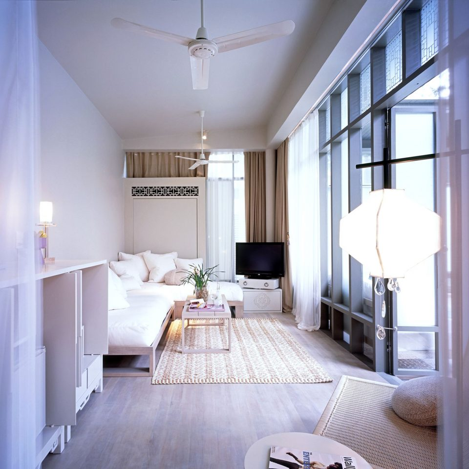 Bedroom Elegant Hip Lounge Luxury Modern Patio Romantic Scenic views Suite property house home living room cottage farmhouse condominium daylighting loft