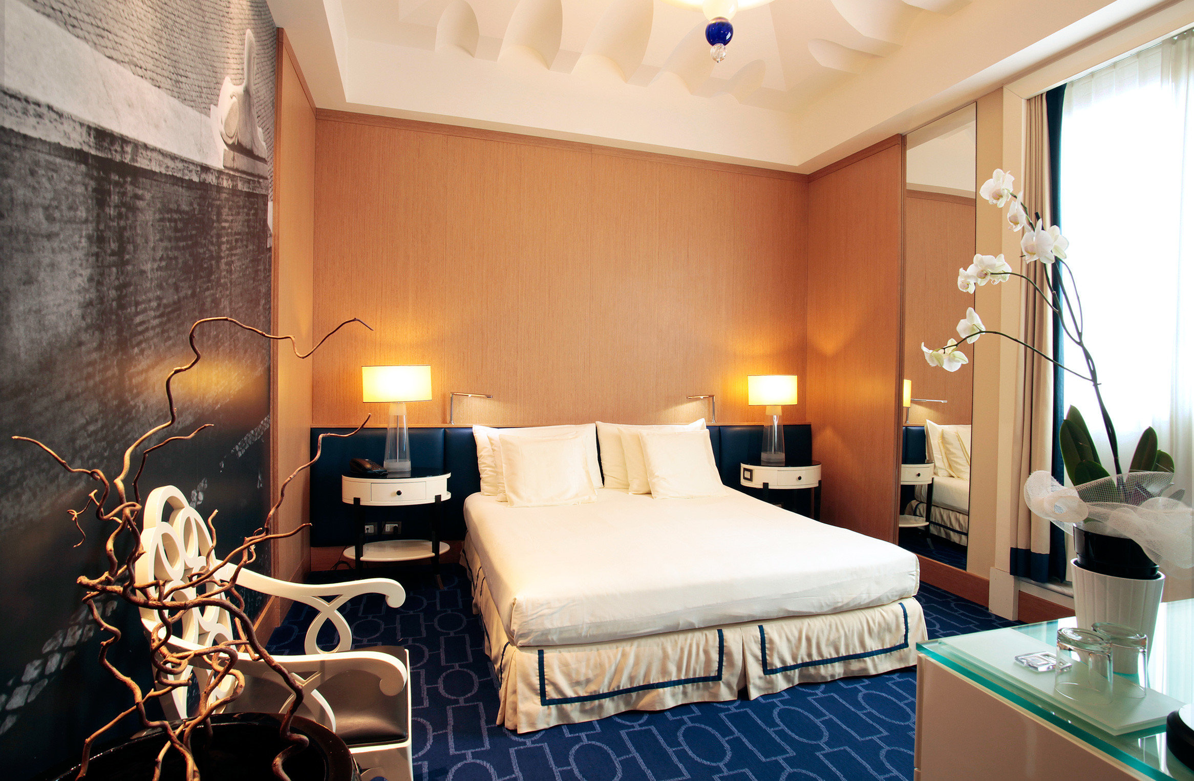 Bedroom Elegant Hip Luxury Modern Romantic Scenic views Suite property condominium cottage living room Villa