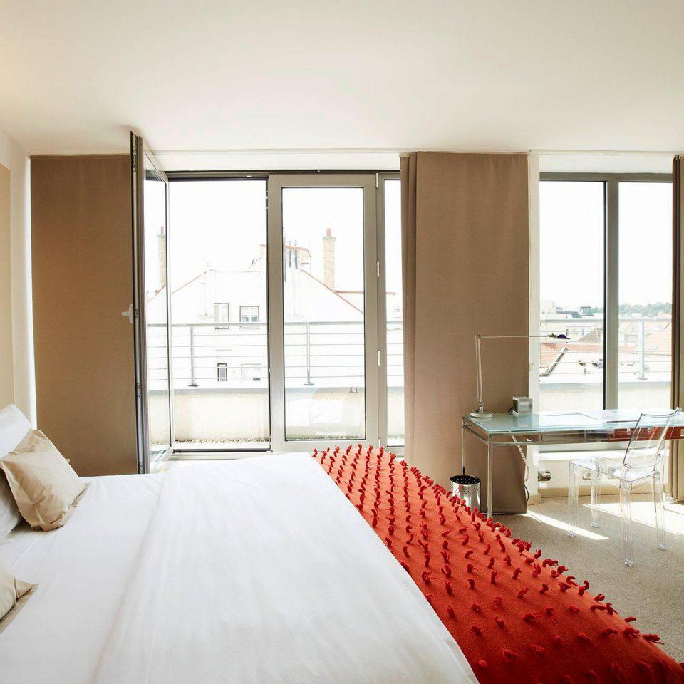 Bedroom Elegant Hip Luxury Modern Suite property home cottage condominium