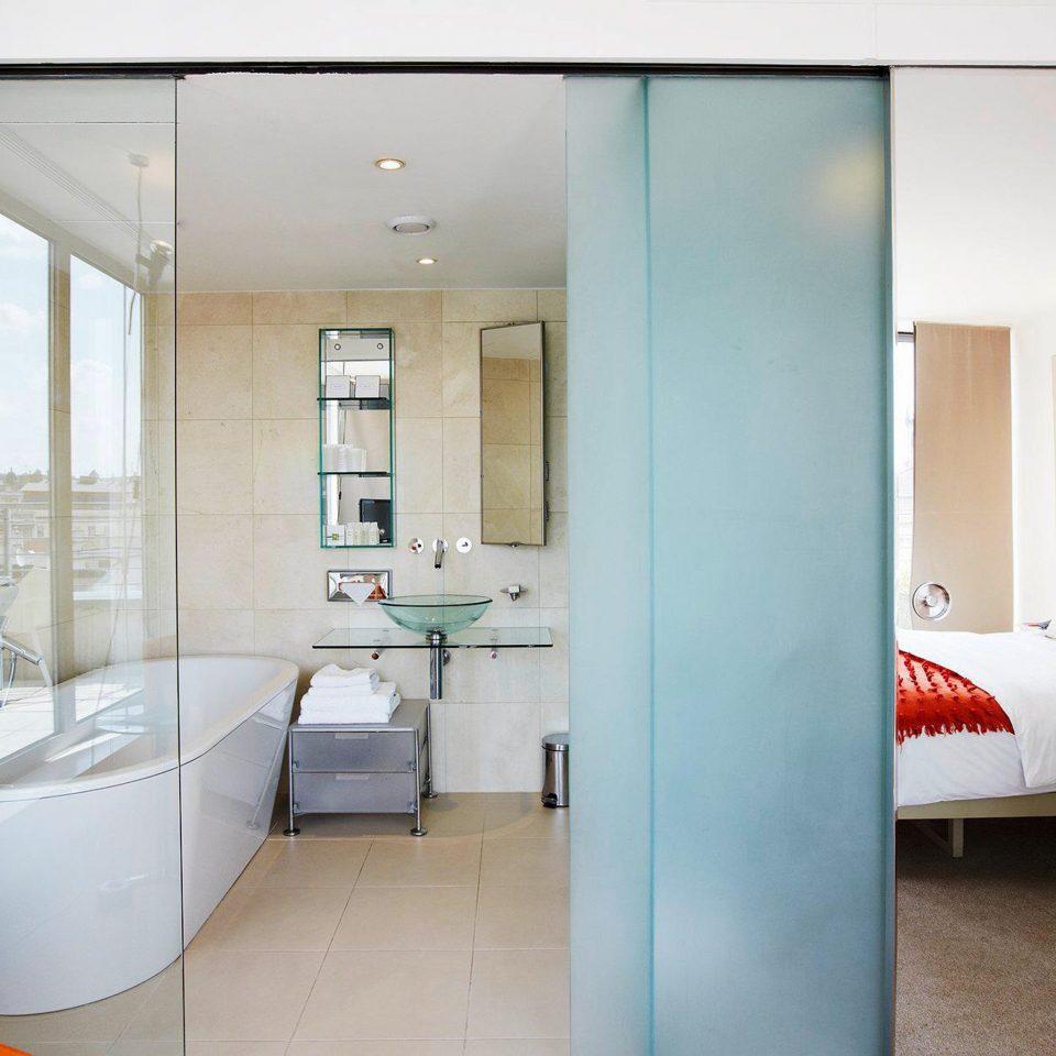 Bedroom Elegant Hip Luxury Modern Suite property house home bathroom condominium living room tiled