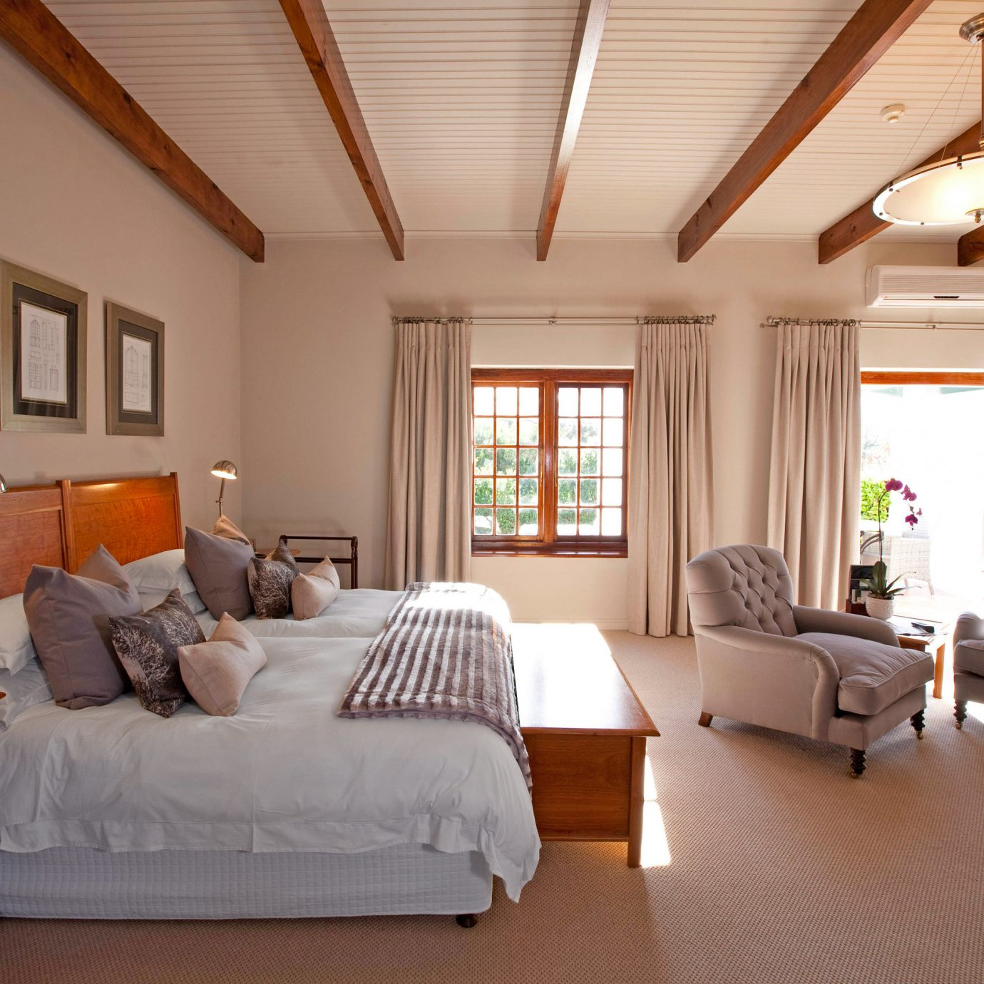 Bedroom Elegant Hip Luxury Modern Suite property living room home hardwood cottage Villa farmhouse