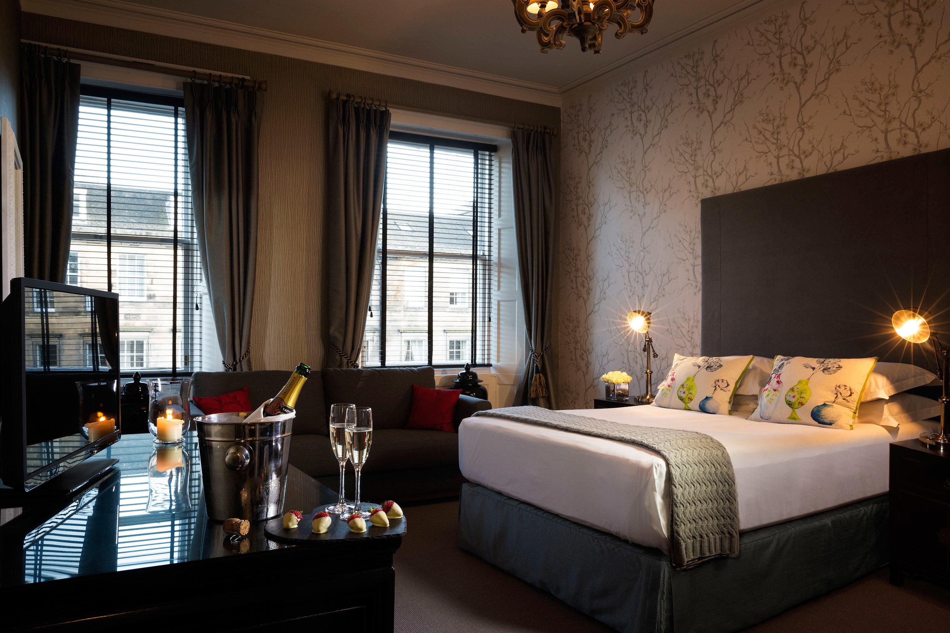 Bedroom Elegant Hip Luxury Modern Suite property living room home condominium cottage Villa