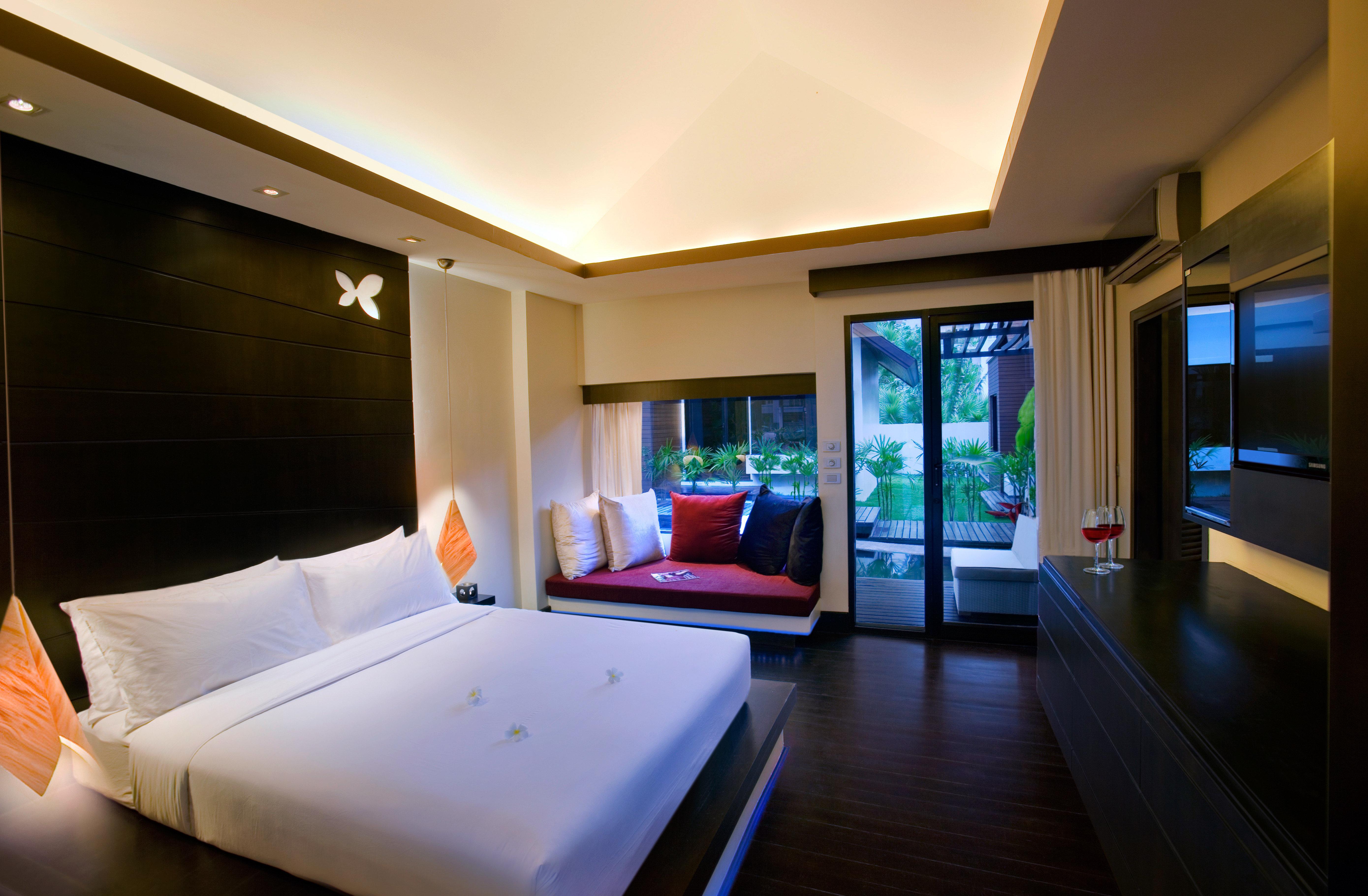Bedroom Elegant Hip Luxury Modern Scenic views Suite property Resort condominium home living room recreation room