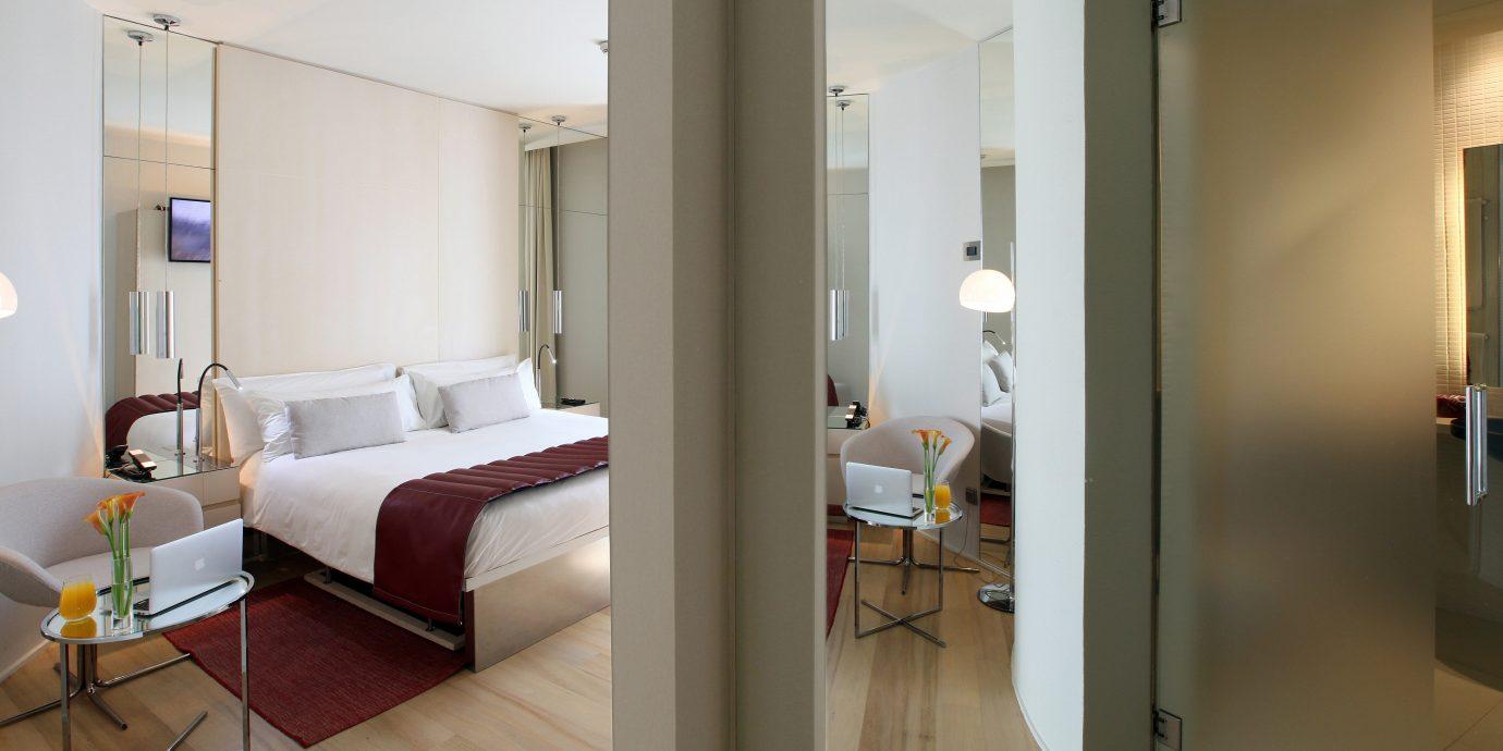 Bedroom Elegant Hip Modern Suite property home condominium loft cottage