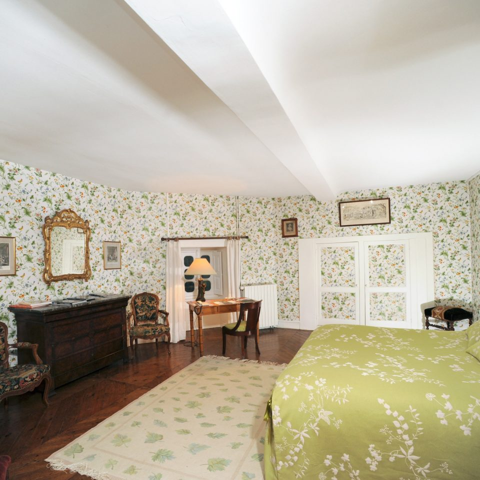 Bedroom Elegant Historic Honeymoon Romance Romantic property cottage living room Suite