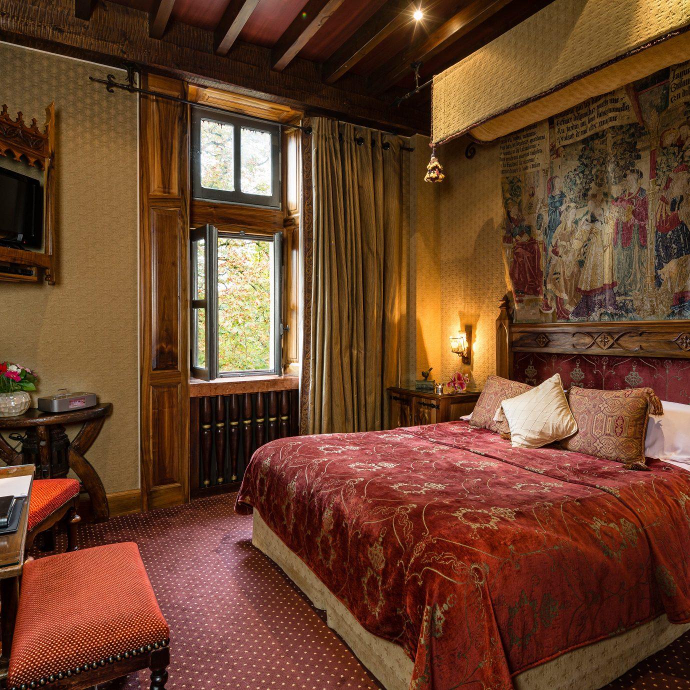 Bedroom Elegant Historic Honeymoon Luxury Romance Romantic Suite property red building home living room cottage mansion Resort