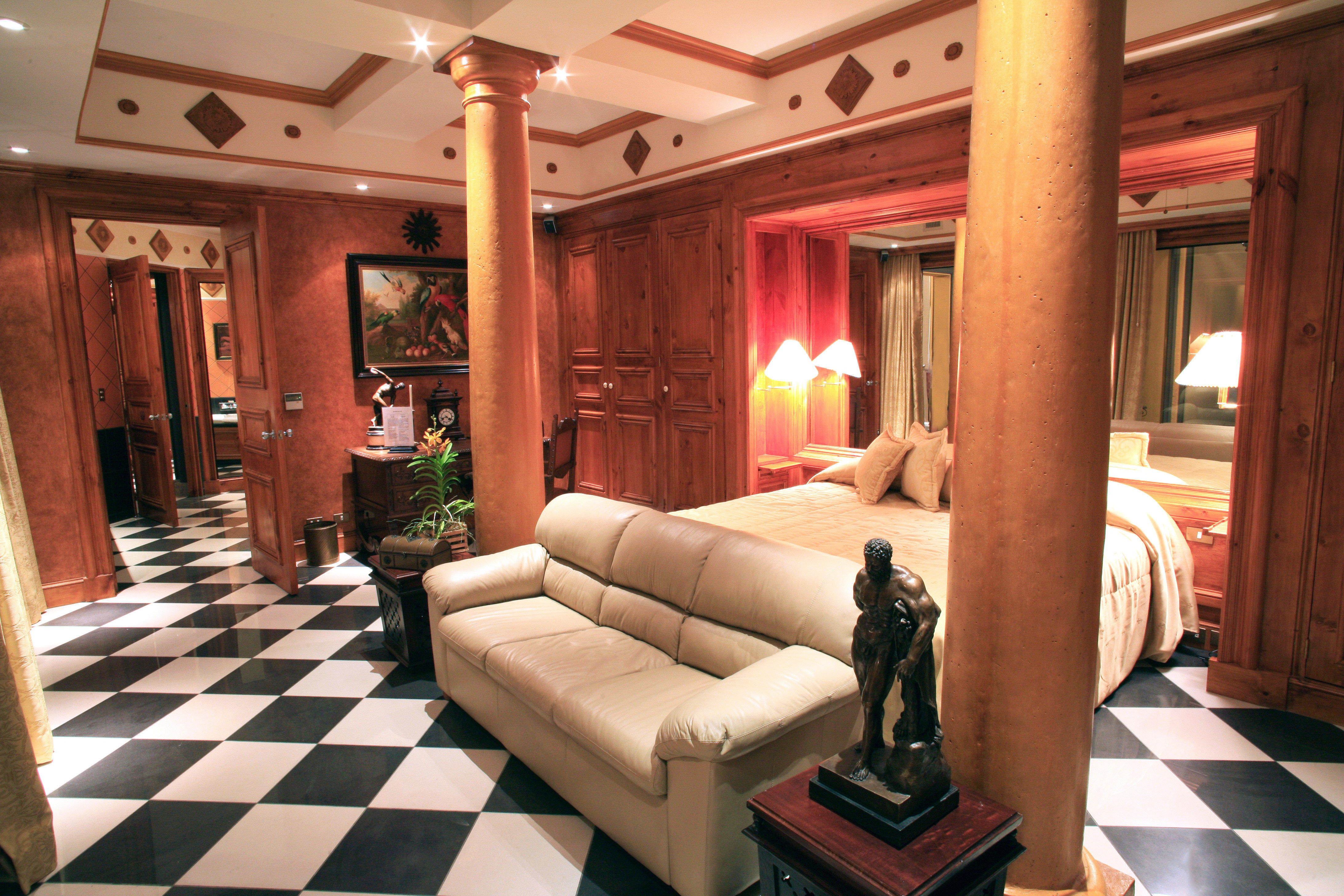 Bedroom Elegant Historic Luxury Romantic Suite Villa property living room Lobby home mansion condominium cottage Resort recreation room