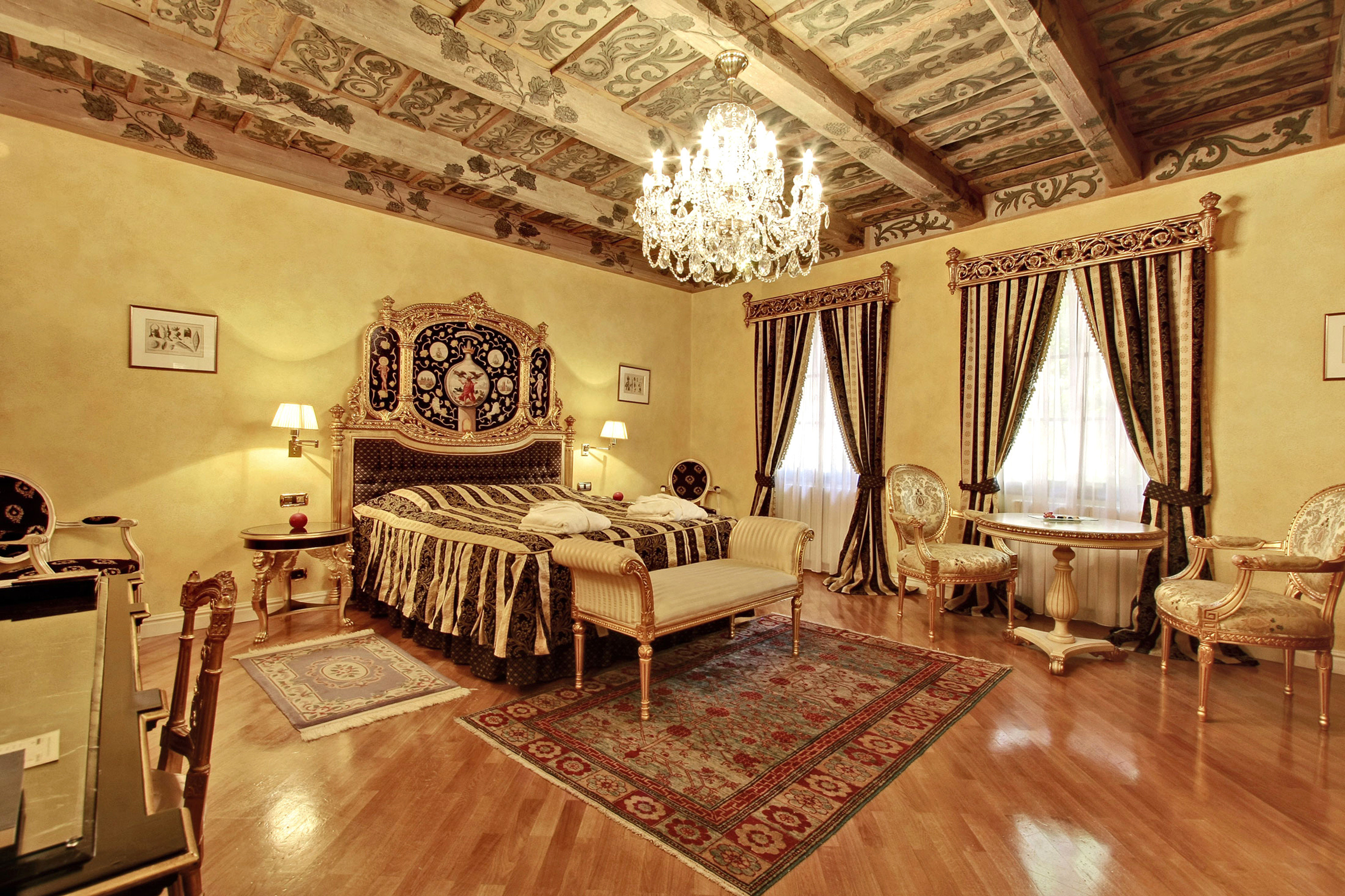Bedroom Elegant Historic Lounge Luxury Suite property mansion living room palace Lobby Villa cottage wood flooring recreation room flooring