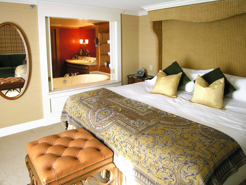 Bedroom Elegant Historic Lounge Luxury Suite property bed sheet cottage bed frame