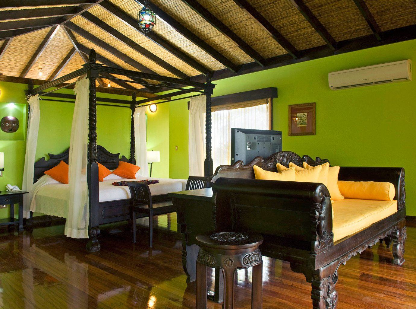 Bedroom Elegant Historic Lounge Luxury Suite property green Resort Villa recreation room cottage living room restaurant