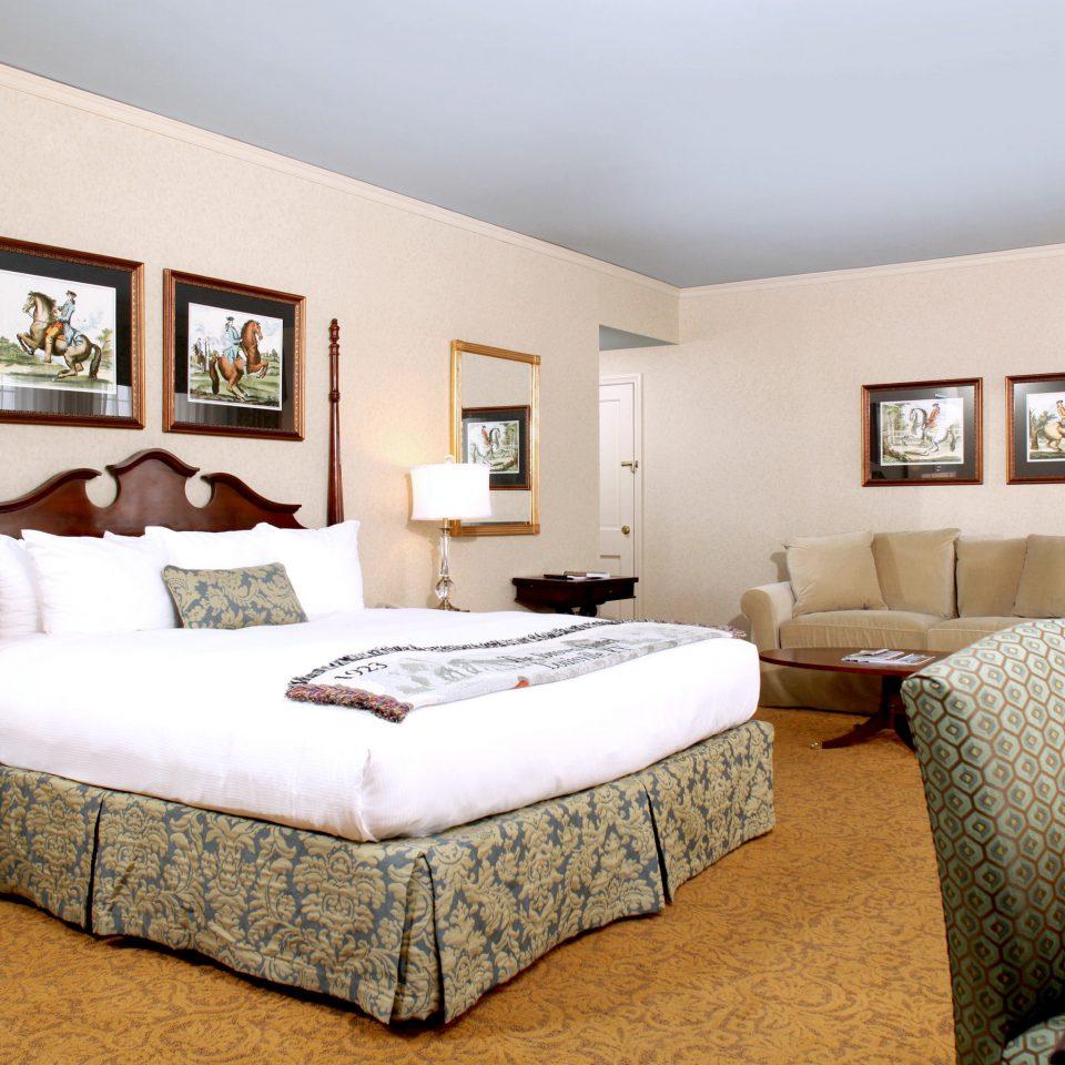 Bedroom Elegant Historic Luxury Modern sofa property Suite living room home cottage Villa condominium flat