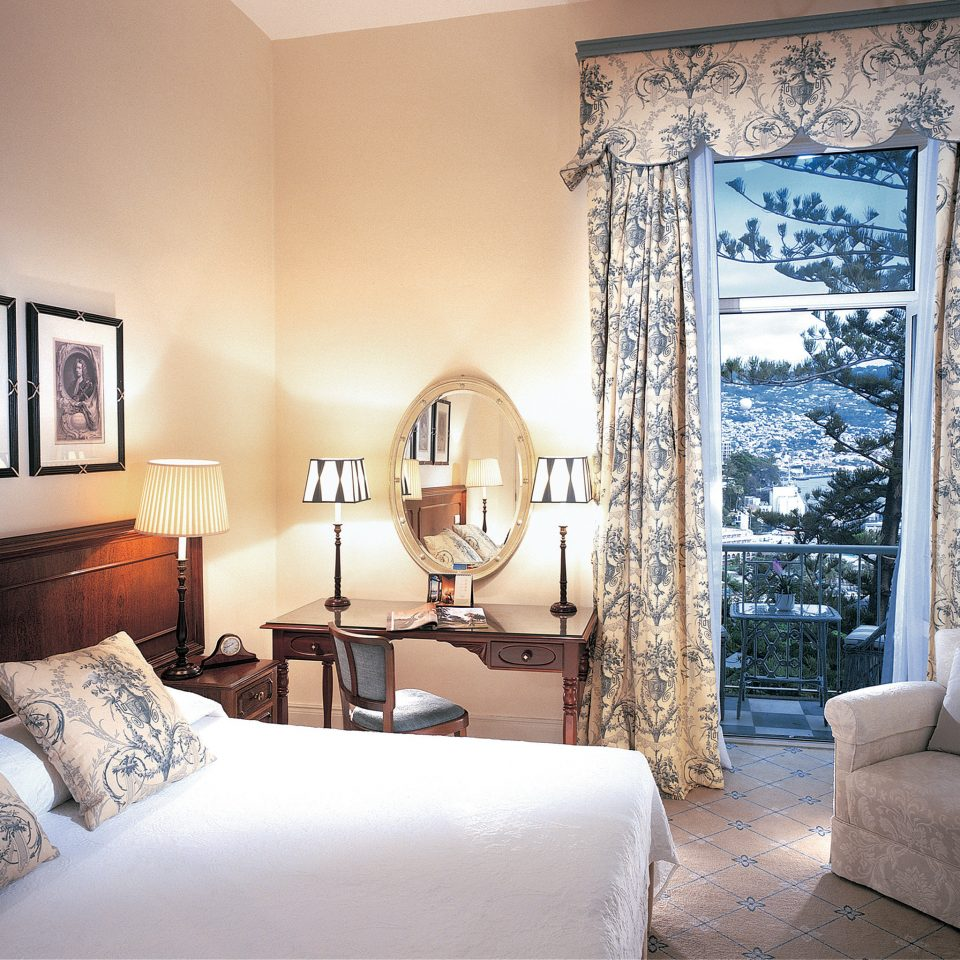 Bedroom Elegant Historic Luxury Suite sofa property living room home cottage