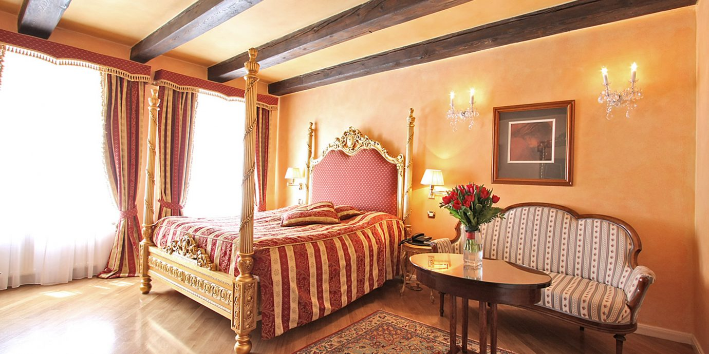 Bedroom Elegant Historic Luxury Suite property living room cottage Villa Resort