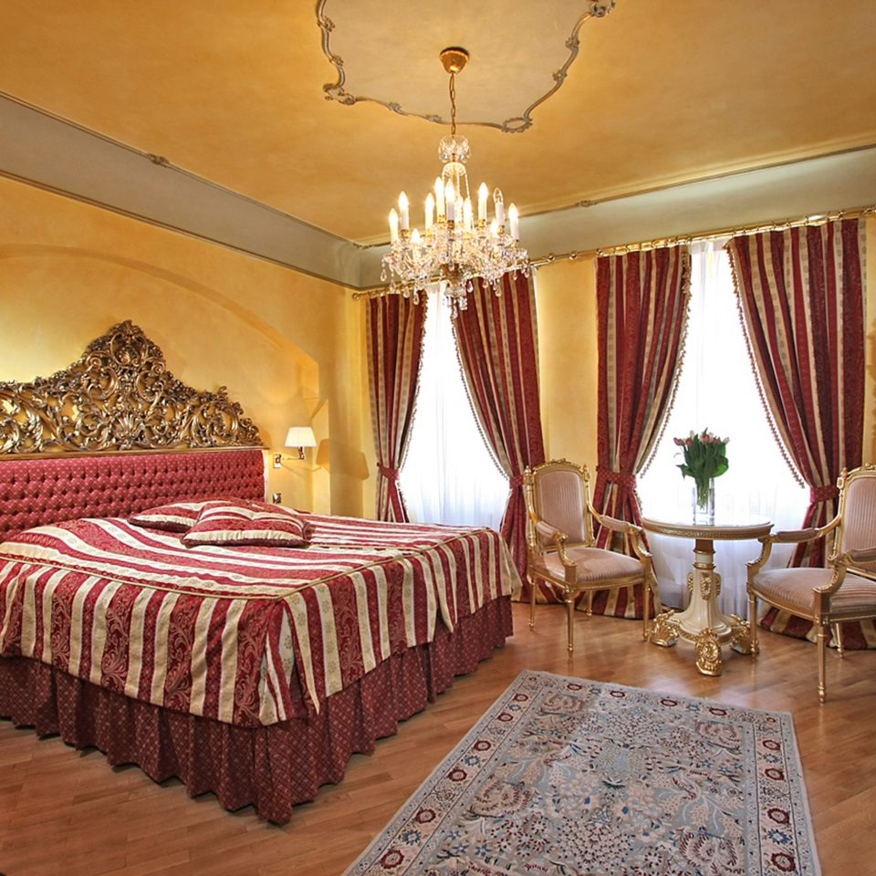Bedroom Elegant Historic Luxury Suite property function hall restaurant mansion ballroom Resort living room flat