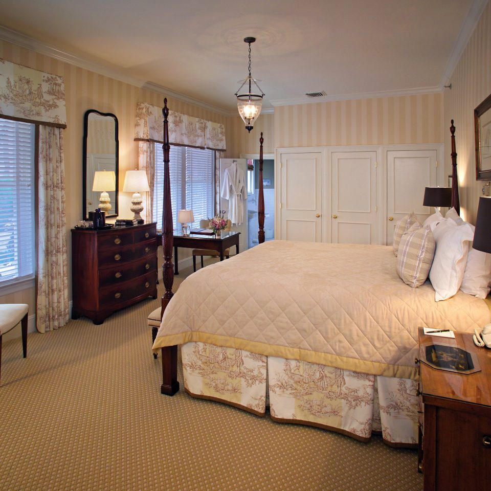 Bedroom Elegant Historic Luxury Suite property home cottage living room
