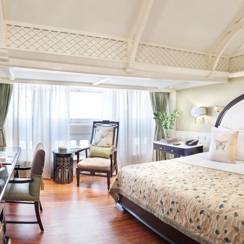 Bedroom Elegant Historic Luxury property Suite cottage Resort living room vehicle condominium