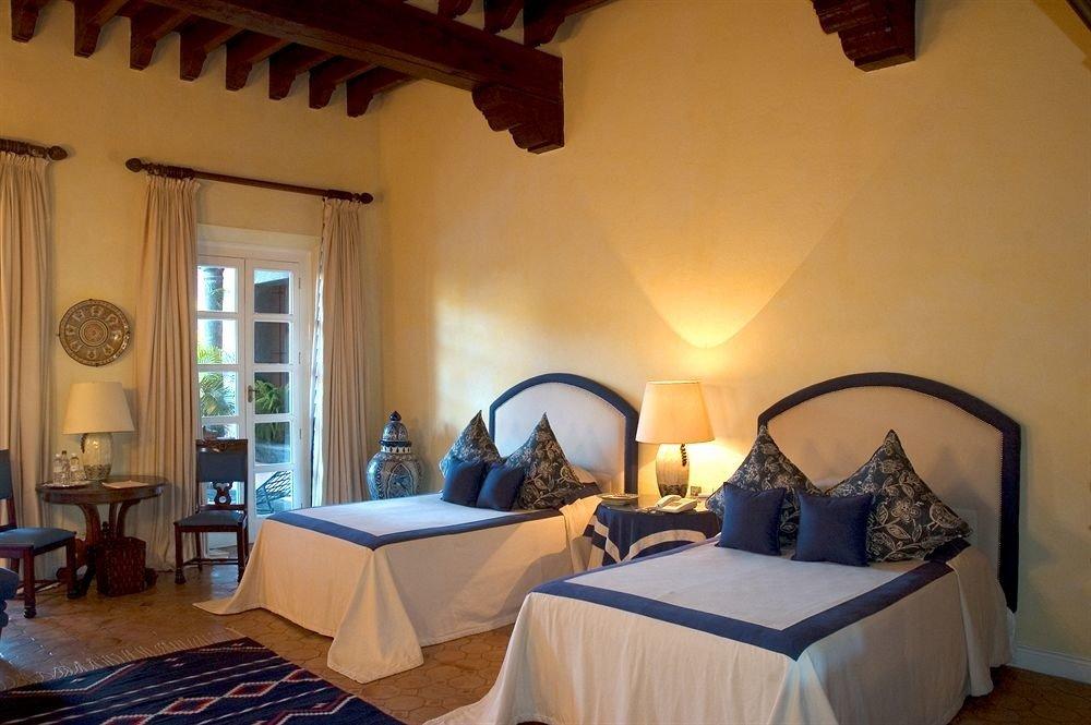 Bedroom Elegant Historic Luxury Rustic Suite property building Villa Resort cottage