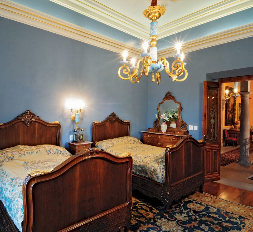 Bedroom Elegant Historic Luxury Romantic Suite property living room home house mansion