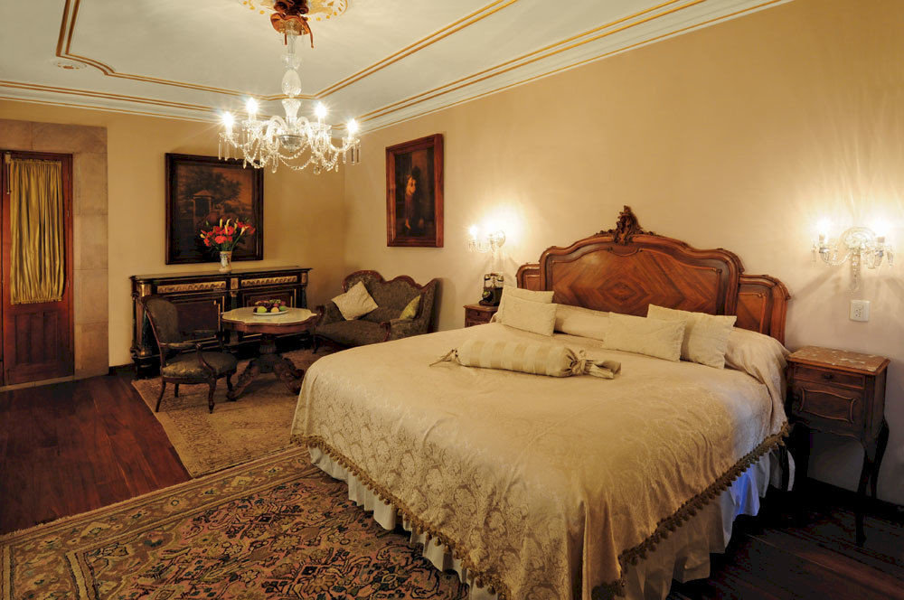 Bedroom Elegant Historic Luxury Romantic Suite property cottage home living room farmhouse
