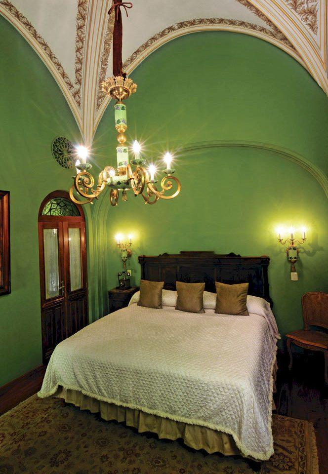 Bedroom Elegant Historic Luxury Romantic Suite lamp