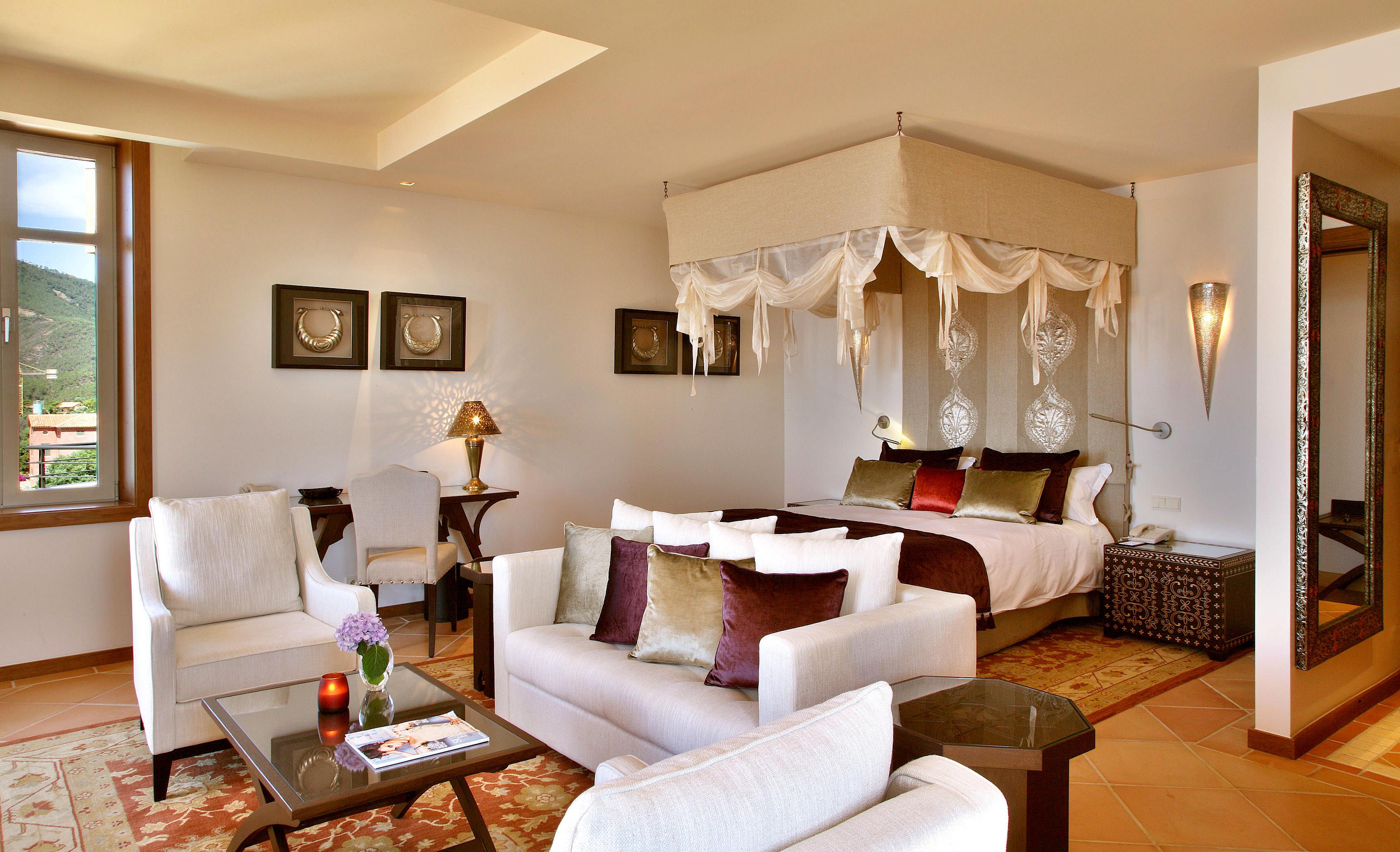 Bedroom Elegant Historic Luxury Suite sofa property living room home Villa cottage condominium nice flat