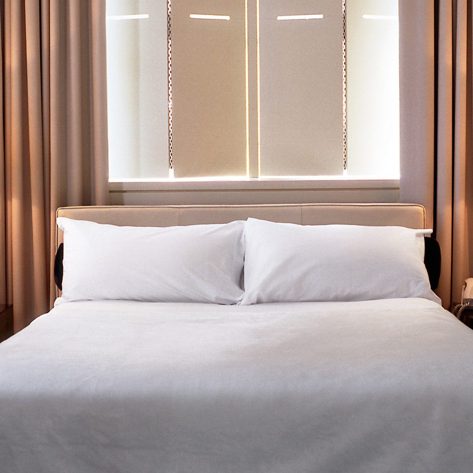 Bedroom Elegant Historic Modern Suite pillow white night bed sheet lamp