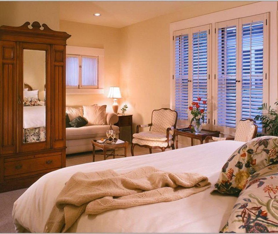 Bedroom Elegant Historic Rustic Suite property living room home cottage pillow condominium