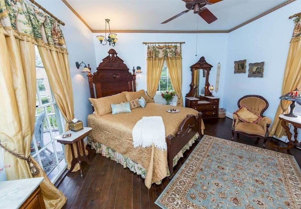 Bedroom Elegant Historic Suite property cottage Villa home living room farmhouse