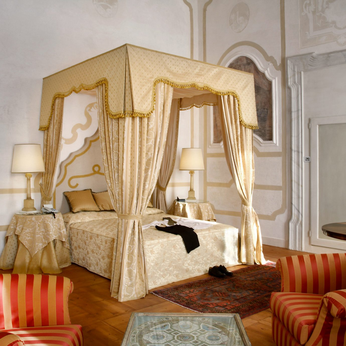 Bedroom Elegant Historic property living room home curtain cottage Suite mansion